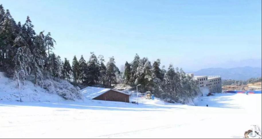 罗田红花尖滑雪度假村